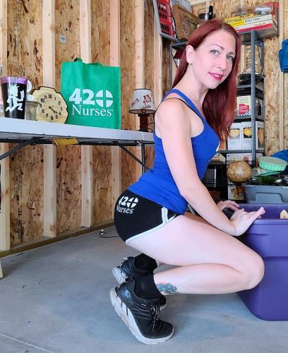 Garage Twerk While She Works