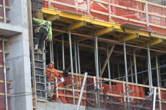 Desde hoy $15 por hora es el salario mínimo para todos en la ciudad de NuevaYork