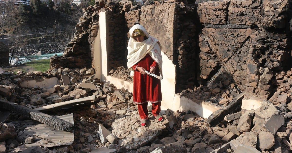 El bombardeo extiende la miseria en Cachemira, atrapado entre dos rivales nucleares