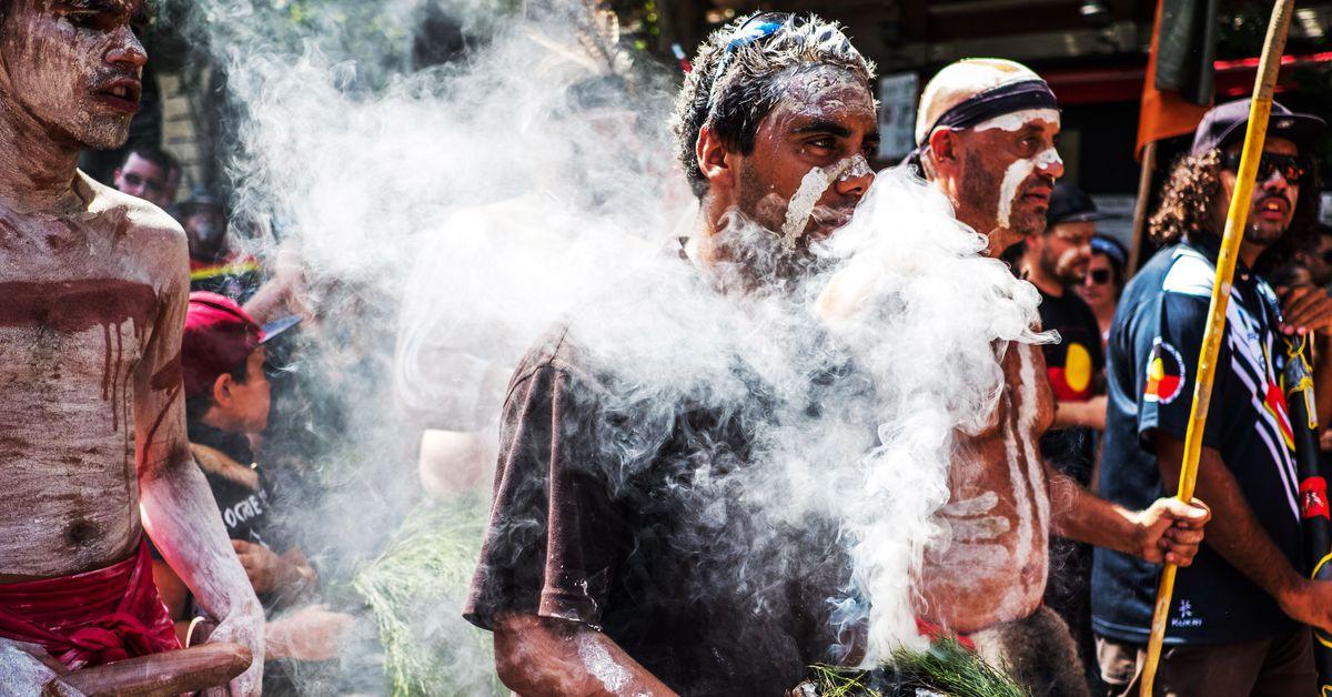 Día de la invasión 2020: los australianos indígenas se centran en la colonización, los incendios forestales