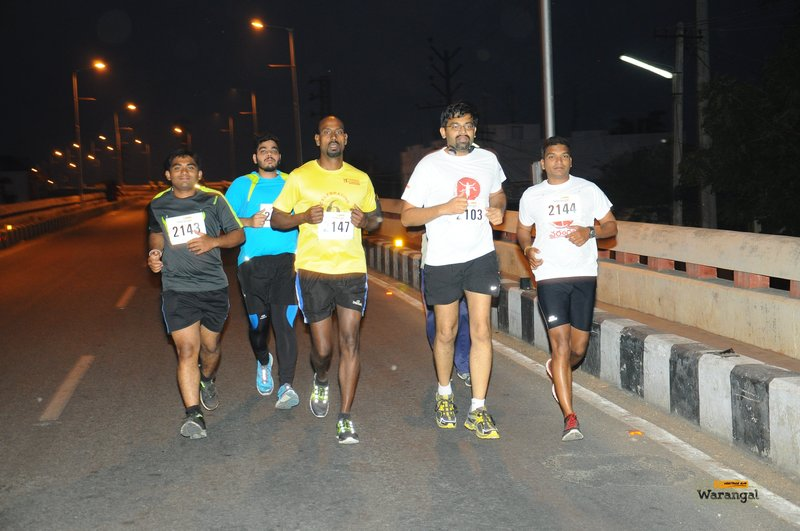 Early morning runners on the 21km route