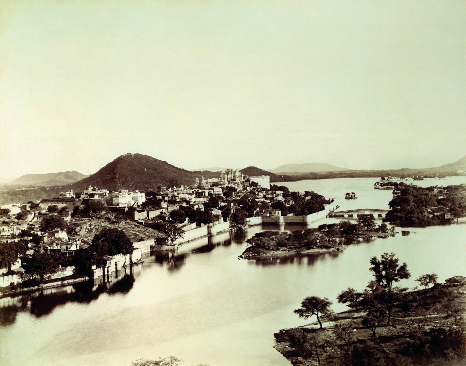 Udaipur city from Swaroop Sagar