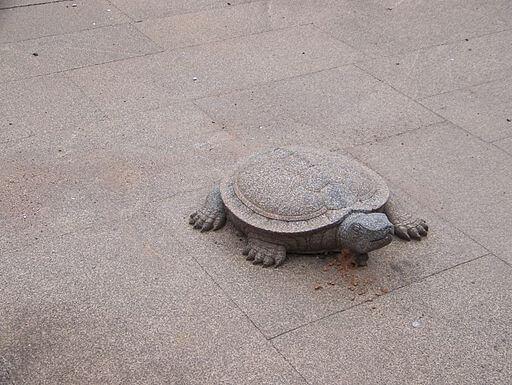 Stone_turtle_inside_the_palace