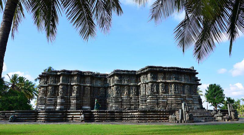 A_view_of_Kedareshwara_Temple_in_Halebidu