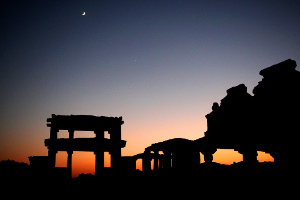 Dusk-among-the-Hampi-ruins-Brice-Richard