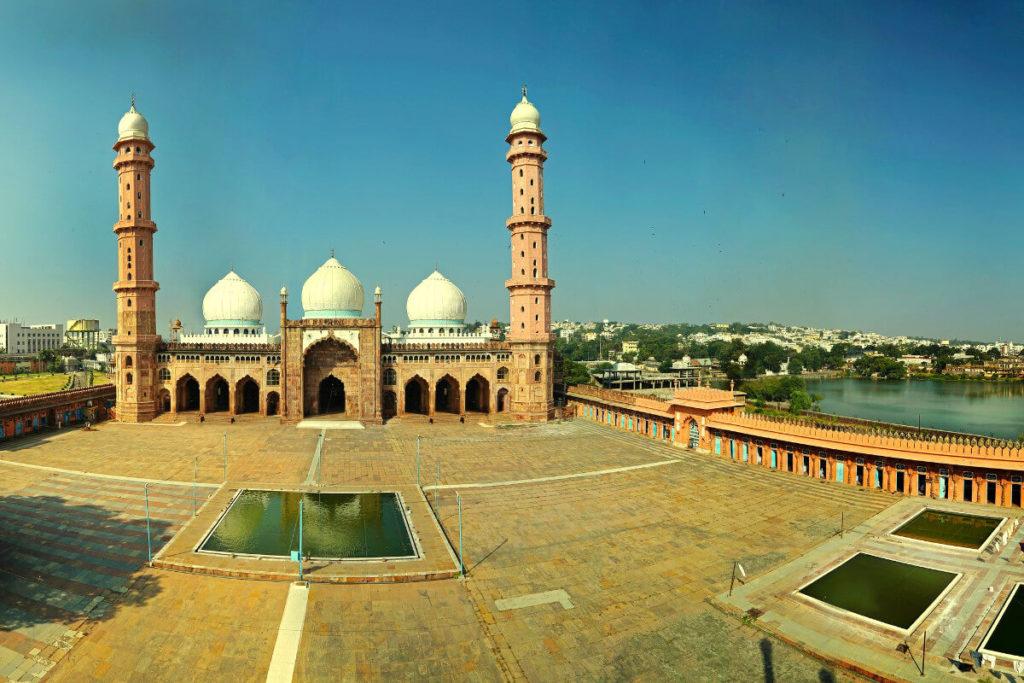 Taj-Ul-Masajid overlooking the Motia Talab