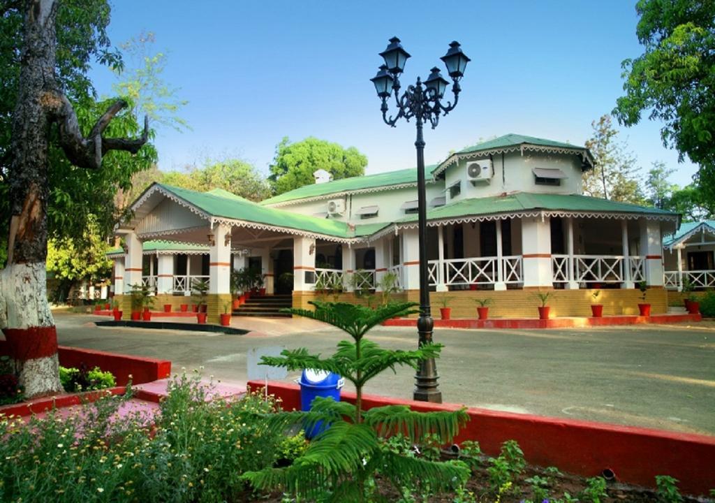 Pachmarhi Hotels