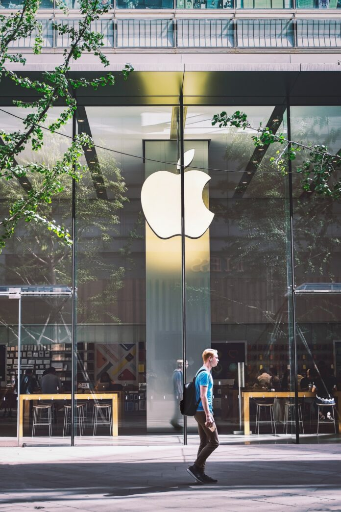 Bitcoin Scam App on Apple App Store, Costs $600,000 to iPhone User: Epic CEO Calls Store