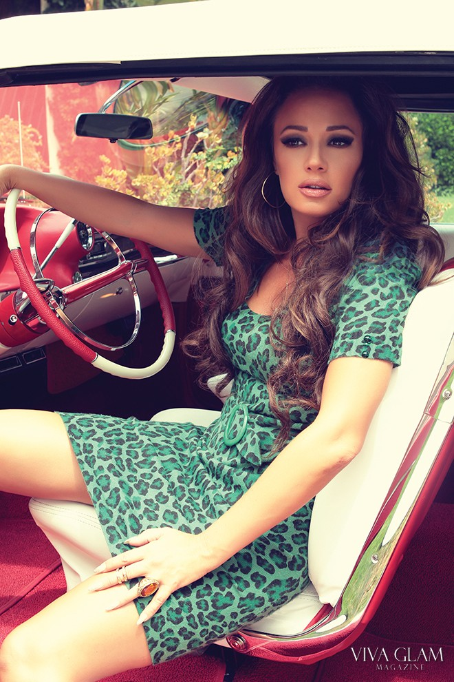 VIVA GLAM MAGAZINE LEAH REMINI DEJA JORDDAN DRESS