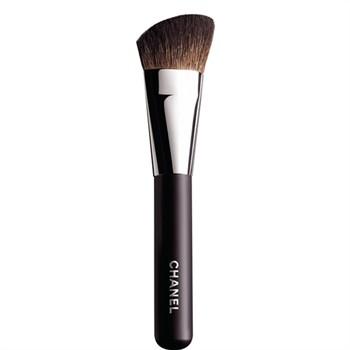 contour-makeup-brush