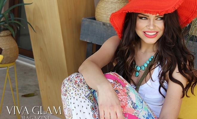 karolina chomistekova viva glam magazine orange hat