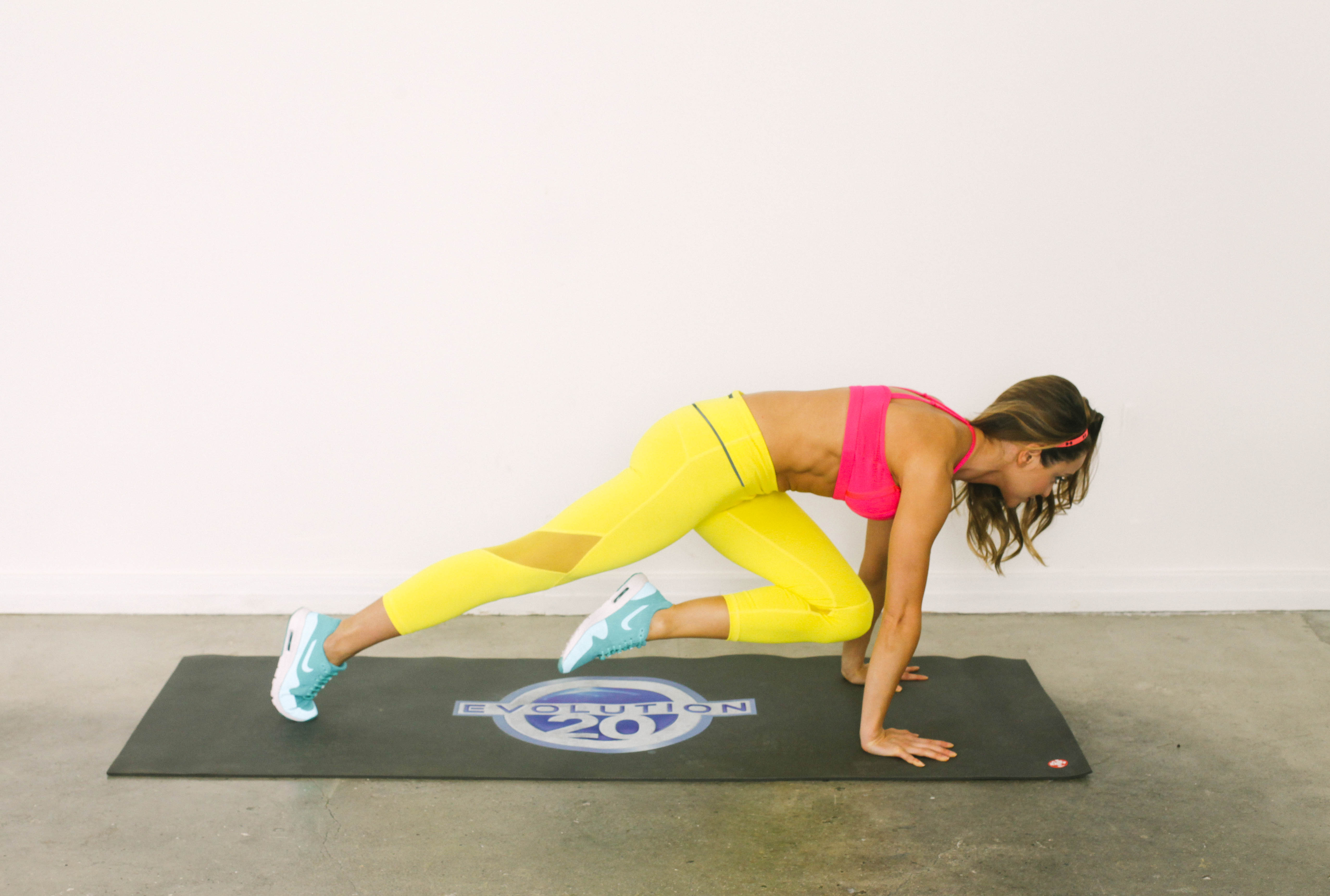 Stay Toned While Traveling The 20 Minute Hotel Room Workout-viva glam magazine-christine bullock-fitness-travel-Scorpion Plank 18