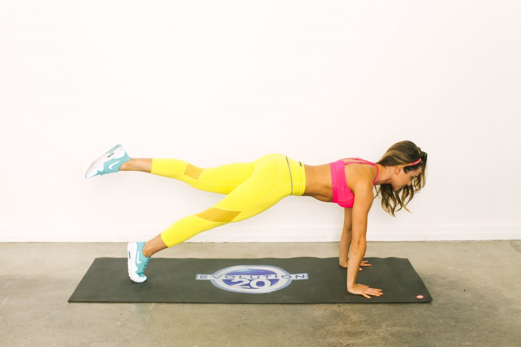 Stay Toned While Traveling The 20 Minute Hotel Room Workout-viva glam magazine-christine bullock-fitness-travel-Scorpion Plank 20