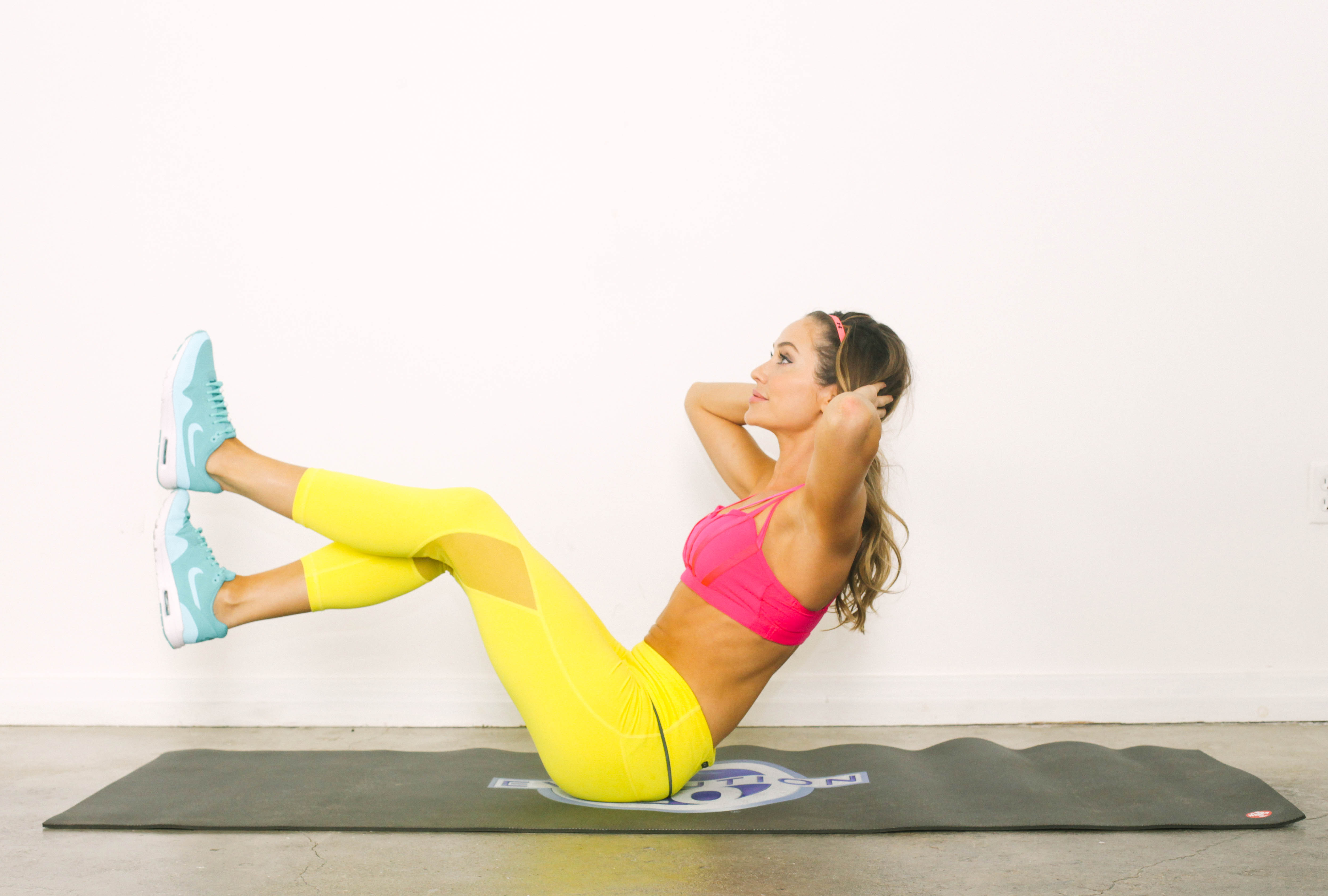Stay Toned While Traveling The 20 Minute Hotel Room Workout-viva glam magazine-christine bullock-fitness-travel-Stacked Sit-Up 5