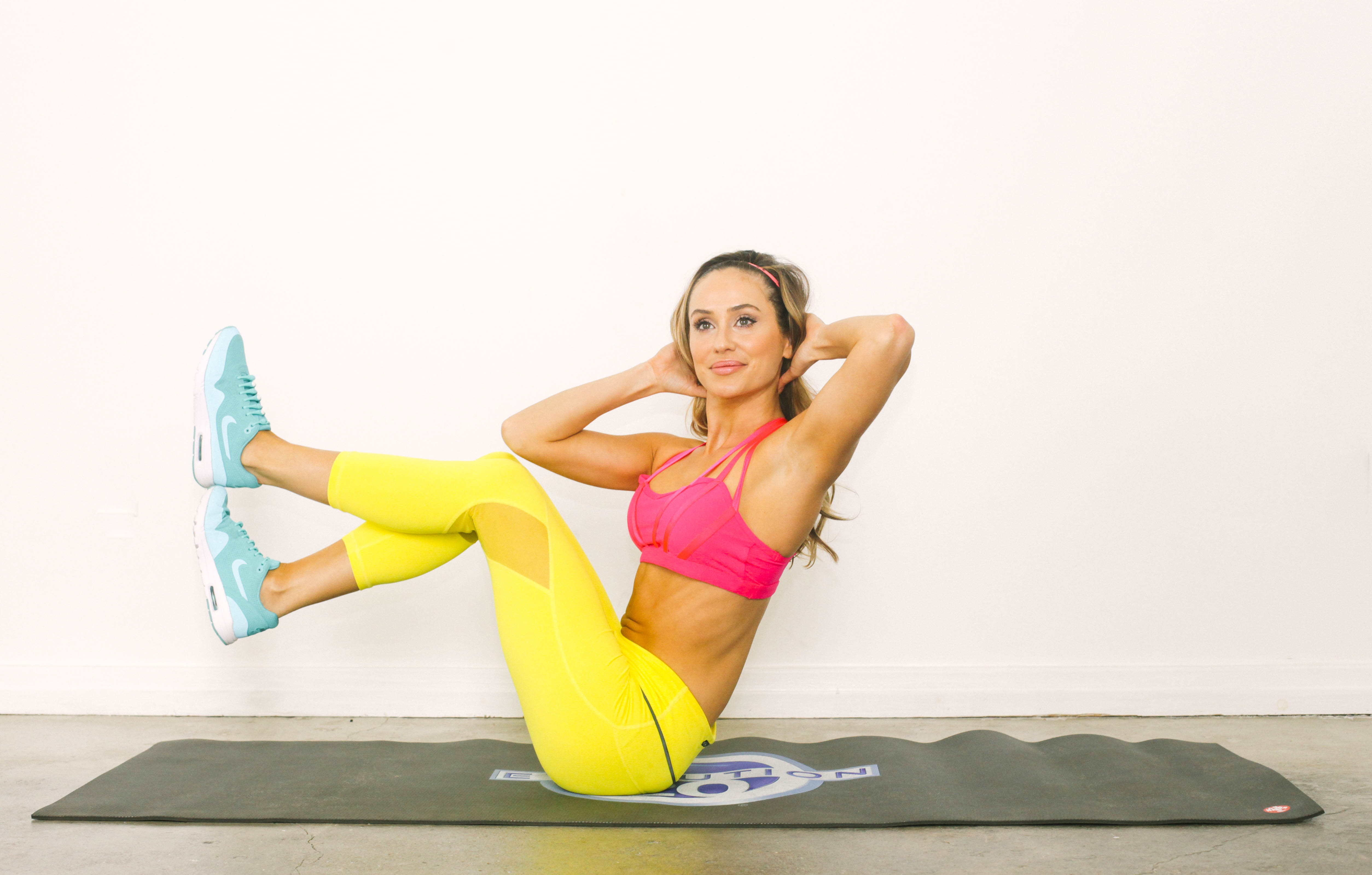 Stay Toned While Traveling The 20 Minute Hotel Room Workout-viva glam magazine-christine bullock-fitness-travel-Stacked Sit-Up 8
