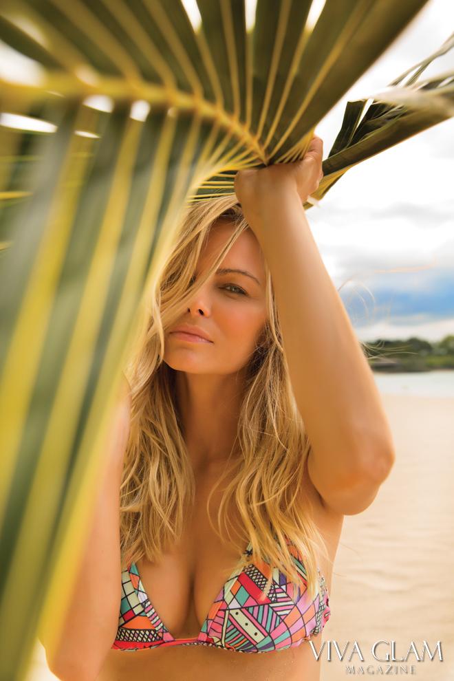 kimberly-cozzens-sarah-orbanic-hawaii-wildfox-bikini-palm-tree