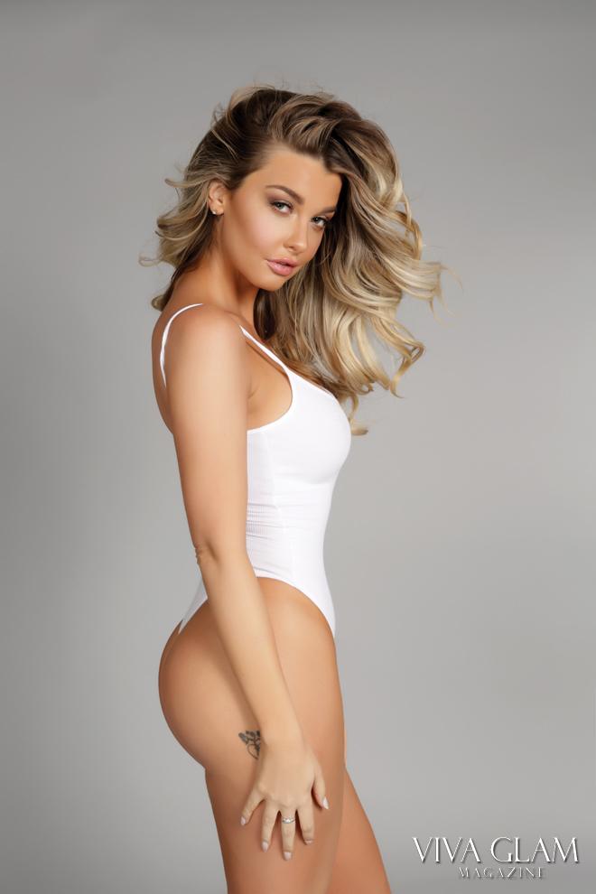viva-glam-magazine-emily-sears-sexy-nude-naked-hot-bikini-american-apparel-side