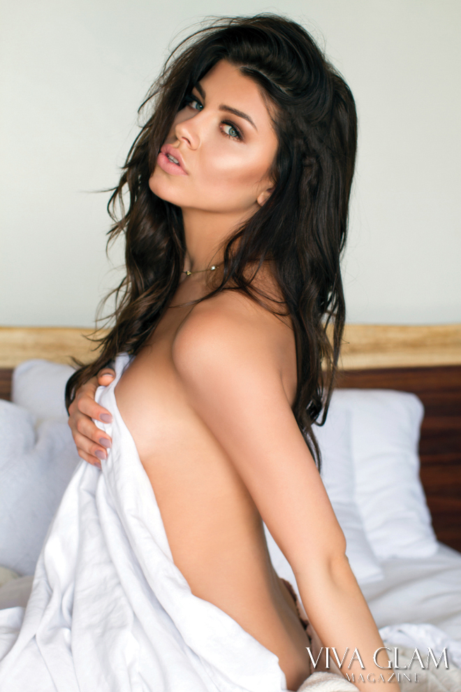viva-glam-magazine-karolina-chomistekova-deja-jordan-sexy-nude-naked-hot-bikini-bed-sheet