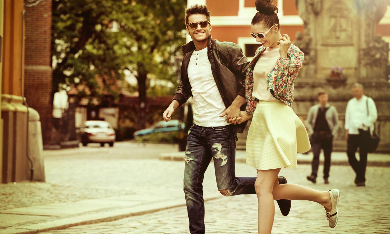AdobeStock_86657394-couple-running-street-first-date-questions