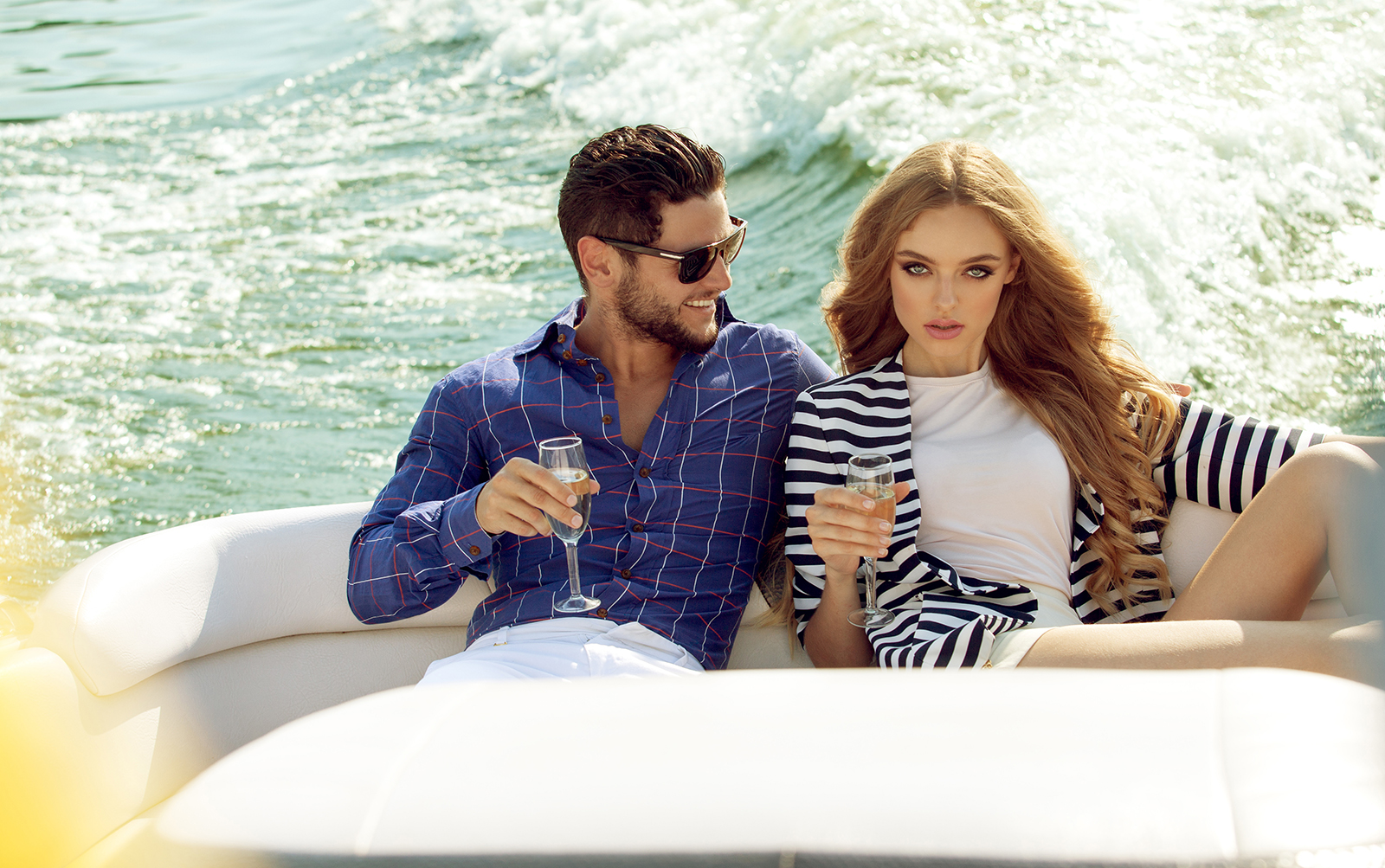 dress-layered-look-more-expensie-couple-on-boat