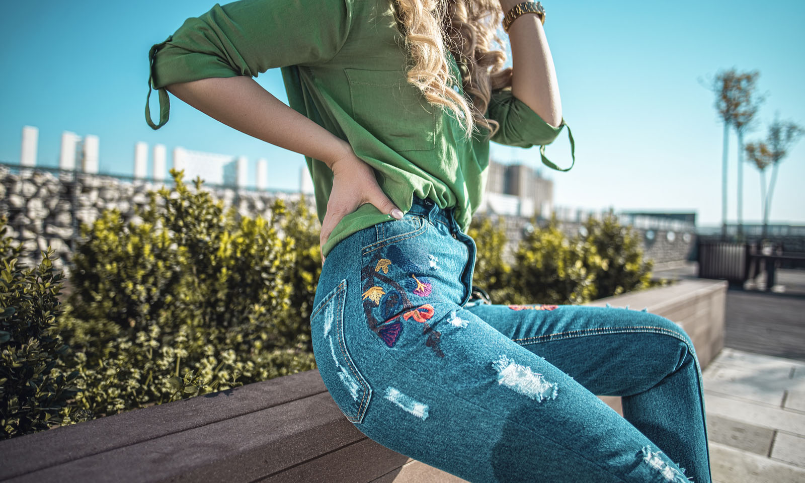 How the Mom Jeans Became a Street Style Sensation