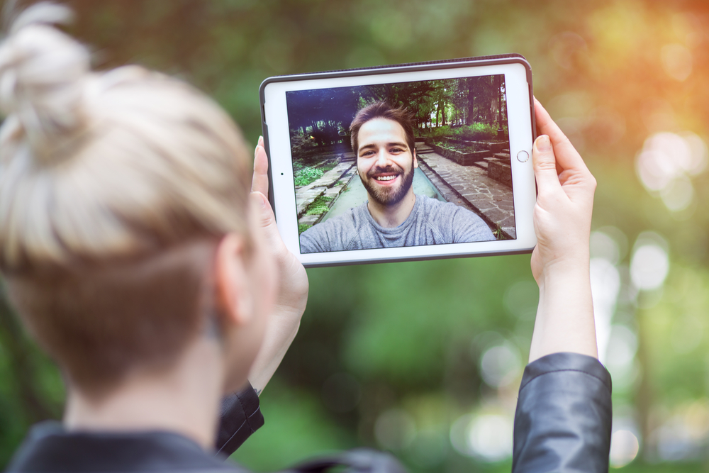 How to Know if Your Long Distance Relationship is Worth It (2)