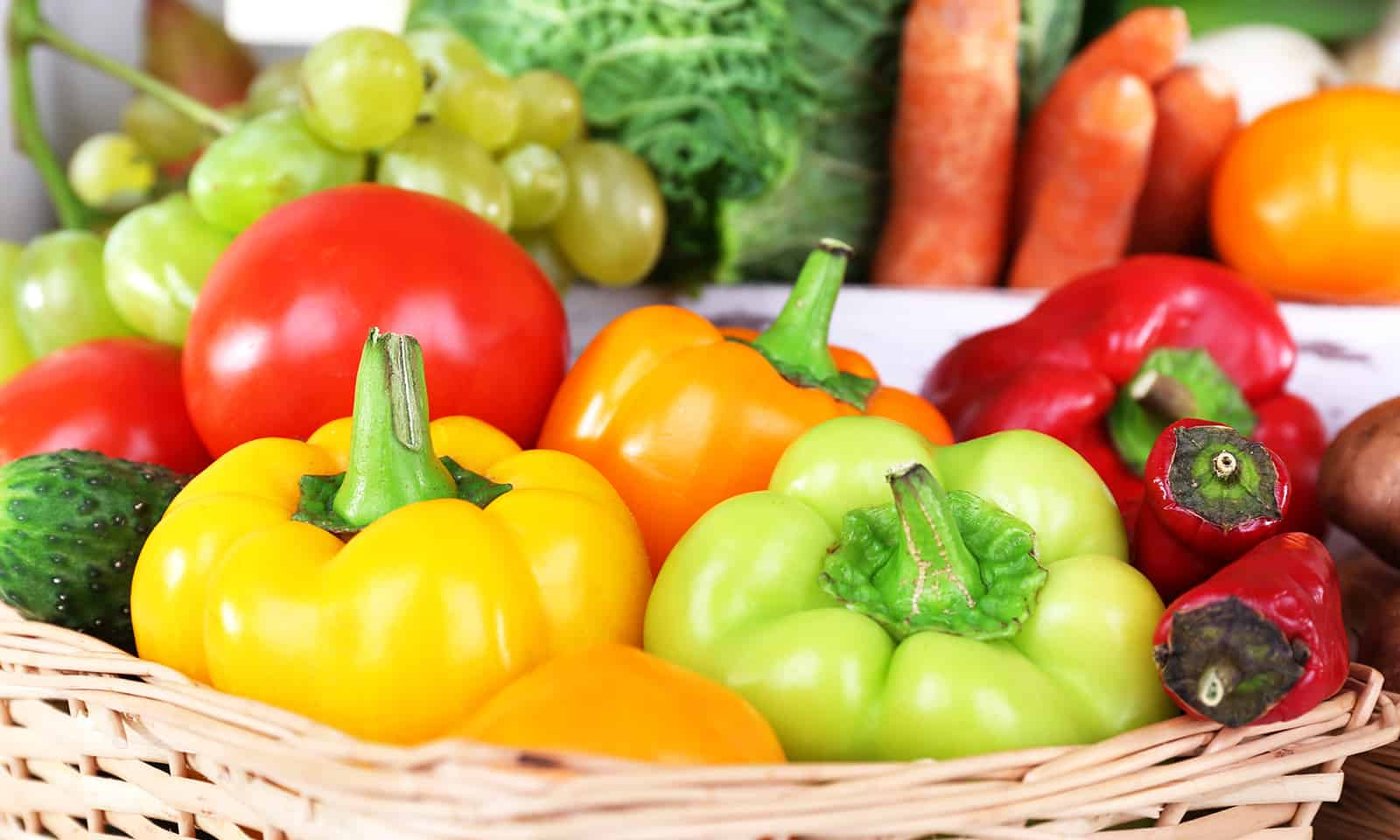 The-Best-and-Worst-Food-for-Acne-Prone-Skin-colorful-fuits-and-veggies