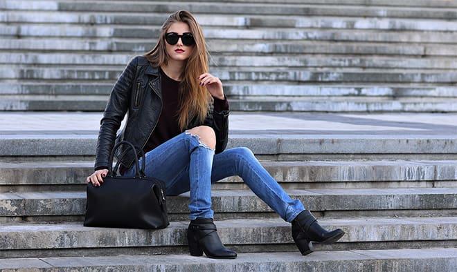 How-to-Dress-like-an-Off-Duty-Supermodel-jeans-black-jacket