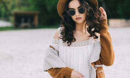 how-to-wear-boho-chic-fashion-boho-girl-in-a-field-2