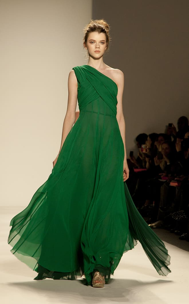 the-best-colors-to-wear-to-match-your-blonde-hair-emerald-green-dress-on-runway
