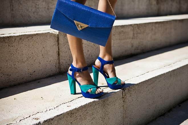 All-Your-Questions-About-High-Heels-Answered-blue-heels-with-strap-and-matching-bag-steps