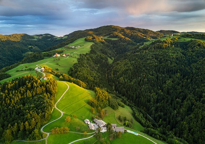 slovenia-countryside-walking-relaxation