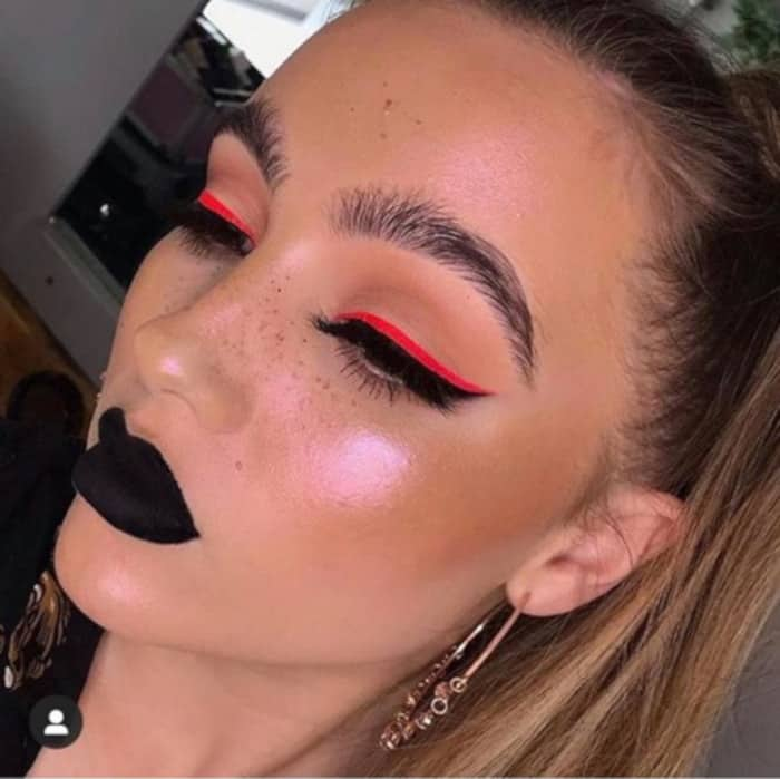How to Wear Neon Makeup The Sexy Way red eyeliner