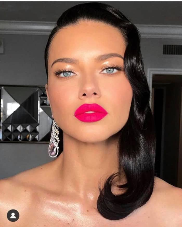 The Sexiest Celebrity Makeup Looks To Copy This Summer adriana lima pink lipstick