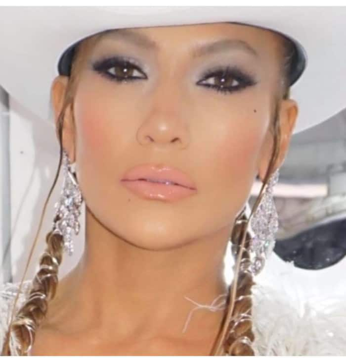 The Sexiest Celebrity Makeup Looks To Copy This Summer smokey eyes jennifer lopez
