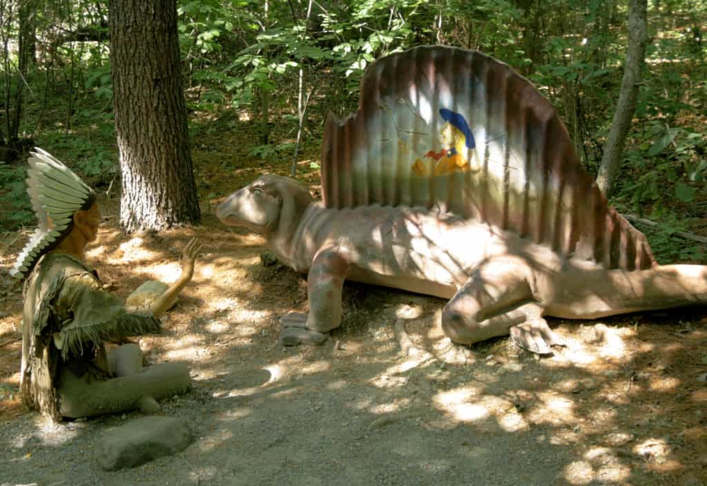 Dinosaur-Kingdom-II-Tells-the-Exciting-Tale-of-Civil-War-Soldiers-Fighting-the-Dinosaurs-sculpture-from-park