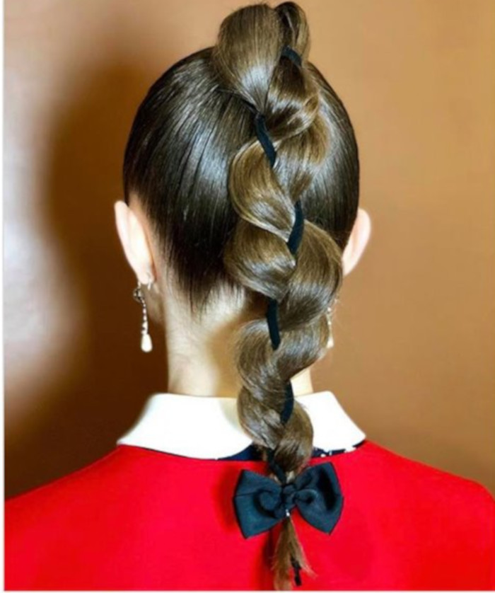 Hair Bows Are The Cutest Retro Trend of This Summer 5