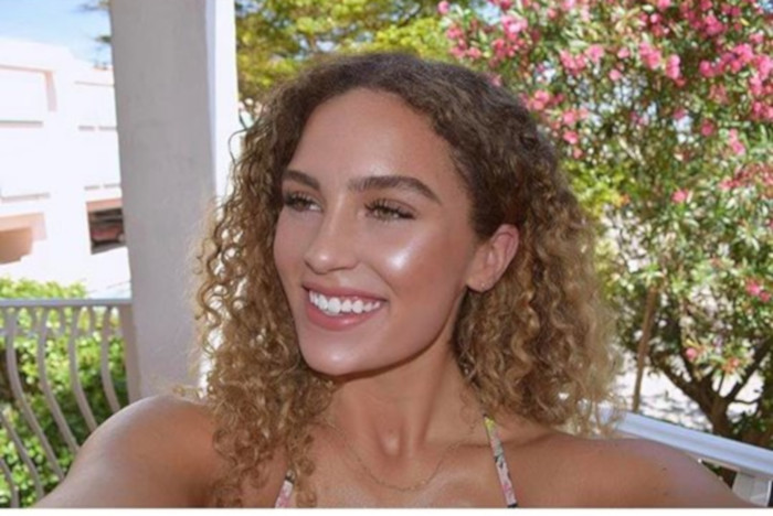 The Best Tips for Wearing Makeup At The Beach 8