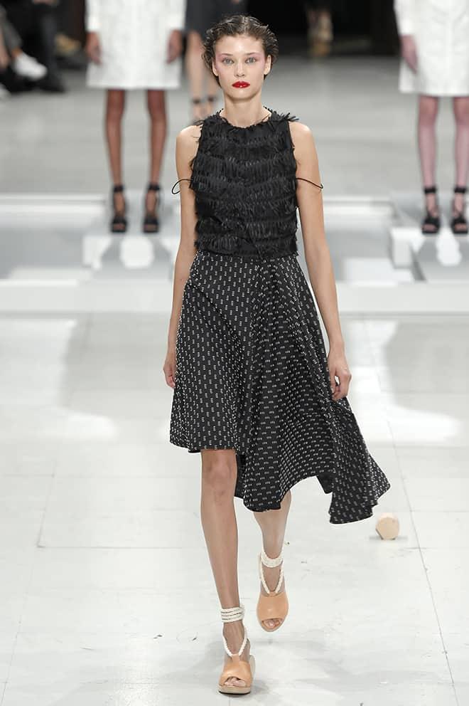 Dark-Mysterious-Fashion-is-a-Dark-Form-of-Glamour-gothic-catwalk