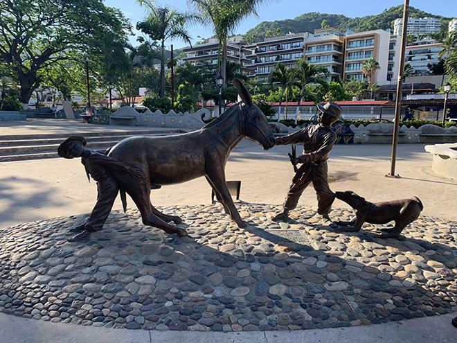 why-you-should-visit-puerto-vallarta-art-malecon-andale-bernardo