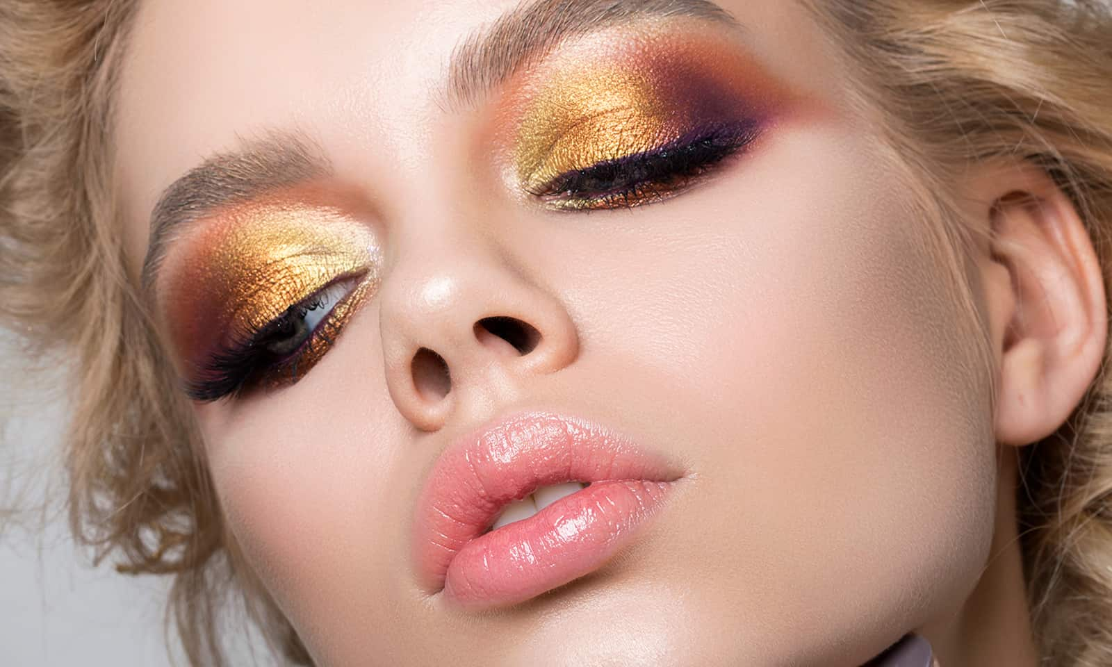 The-History-of-Makeup-From-Controversy-to-Mainstream-main-image