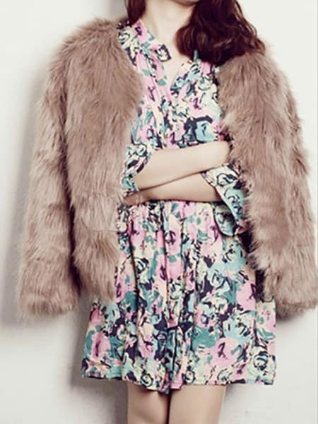 faux-fur-jacket-viva-glam-magazine-timeless-peice