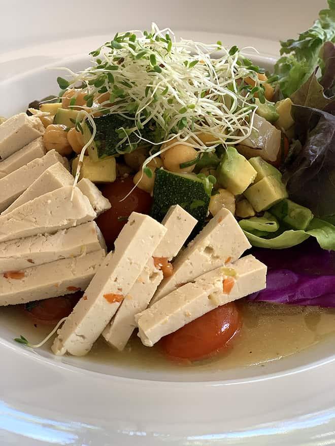 luna-muna-ibagari-boutique-hotel-viva-glam-chickpea-salad