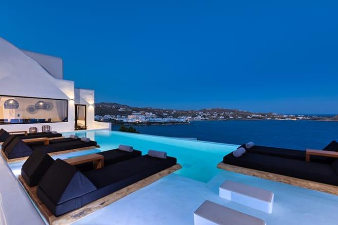 ultimate-luxury-accomodation-in-mykonos-Villa-Black-Velvet