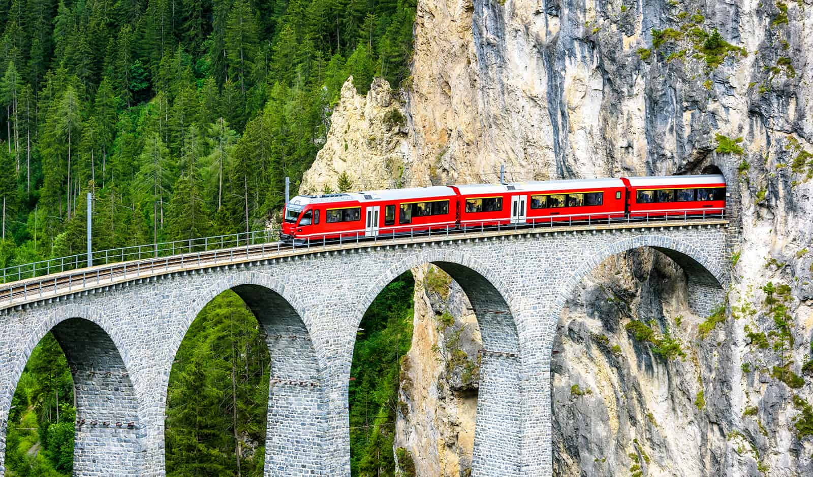 see-switzerland-by-train-the-best-way-to-see-this-beautiful-country-main-image