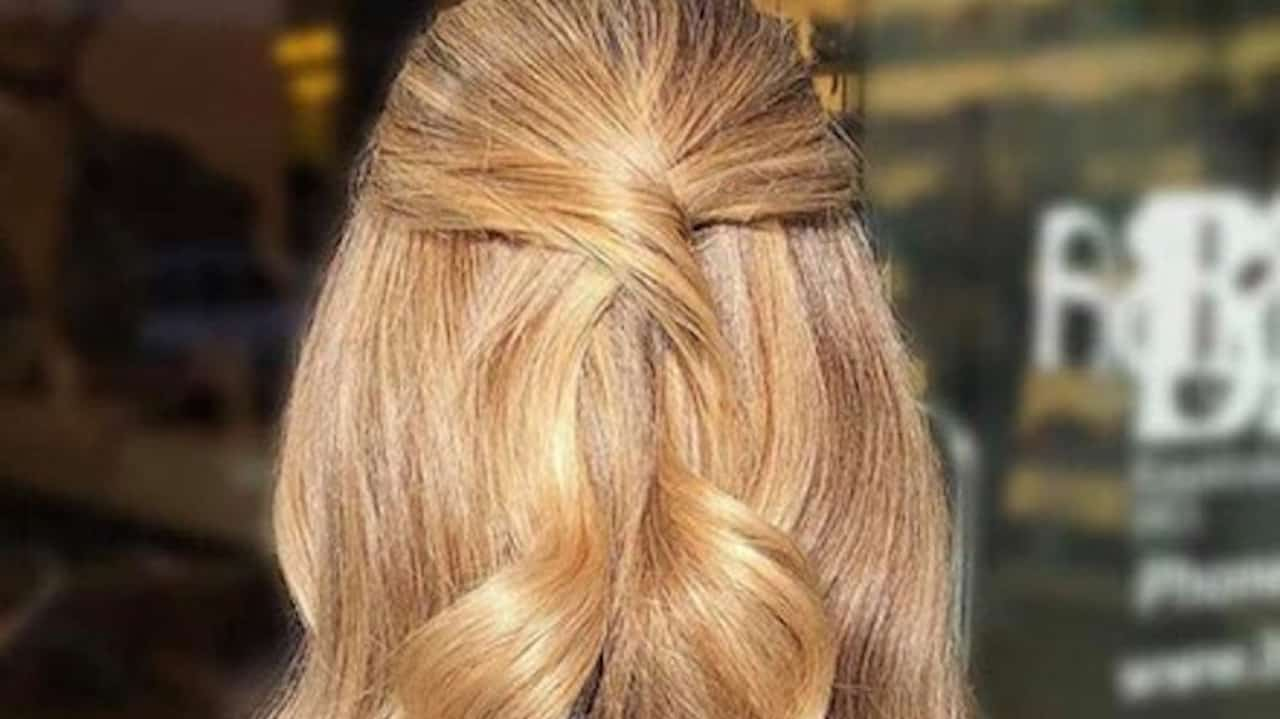 Honey Blonde Hair Color Trend