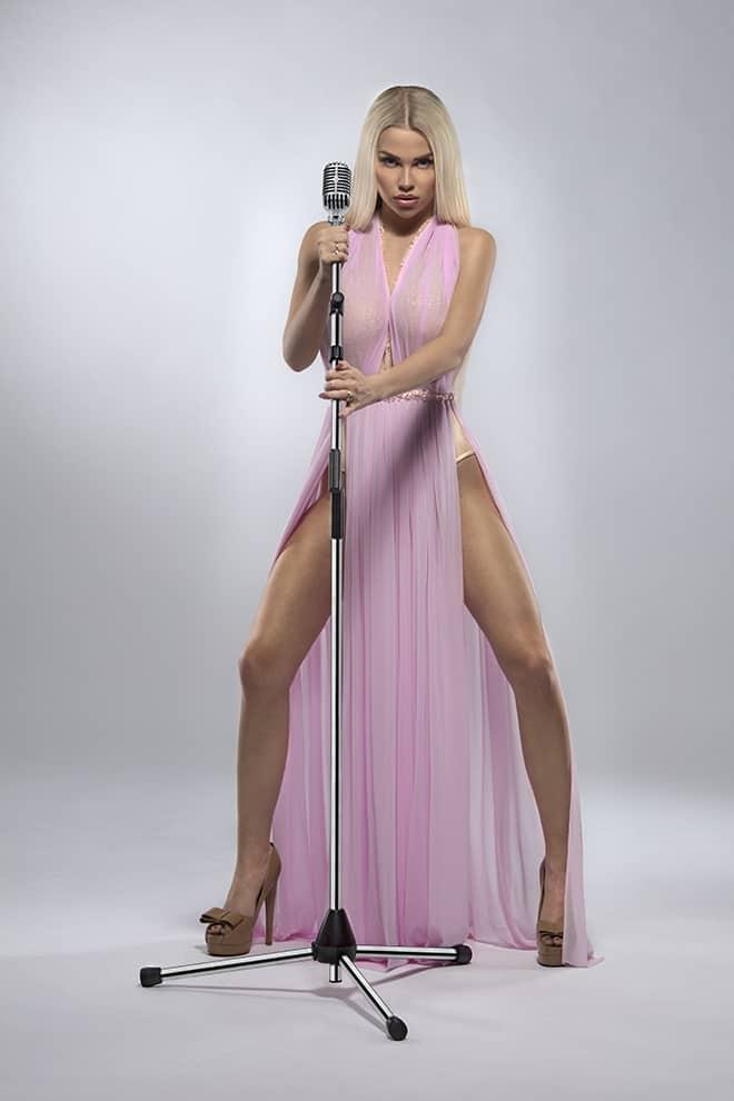 beyond-the-plastic-lolo-ta-bella-first-czech-human-barbie-4