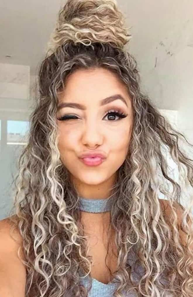 Sexy & Easy Hairstyles For Curly Hair