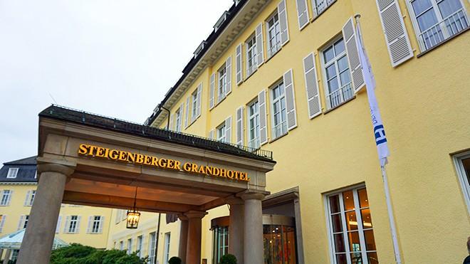 where-to-stay-in-bonn-steigenberger-grandhotel-petersberg-front-entrance-viva-glam-malorie-mackey
