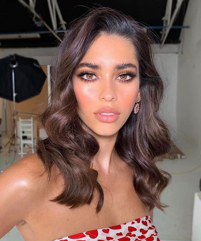 sexy side part hairstyles for a glamorous look